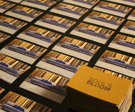 card invito. cartoncino fibrato naturale gr 650 timbrato manualmente ad 1 colore + fotografie stampate + riutilizzo carta  velina + spago. assemblaggi