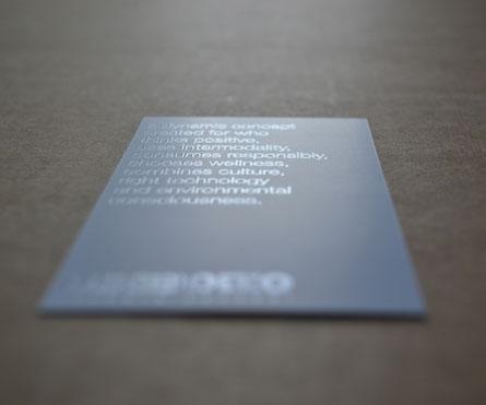 biglietti da visita stampati in bianca vernice UV, in volta 1 colore su carta patinata Symbol matt plus da 300 gr.