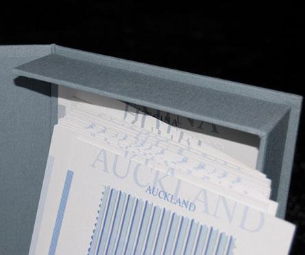 bunch rivestita in tela con applicazione plancia stampata a 2 colori + schede interne stampate a 2 colori con allesti- mento tessuti