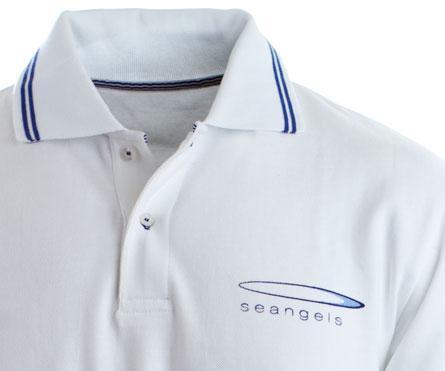 t-shirt prodotta in cotone biologico con ricamo del marchio seangels.