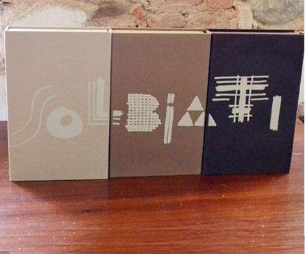 """set di 3 bunches rivestite in tela con stampa serigrafica ad 1 colore, testane fustellate portatessuti per la collezione """"abiti""""."""