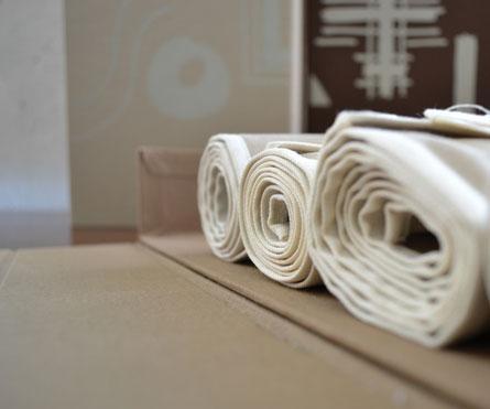 set di 3 bunches rivestite in tela con stampa serigrafica ad 1 colore, textile rolls per allestimento della collezione camiceria.